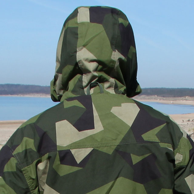 Closer look on the backside of sholder and hood on the NCWR Jacket M90