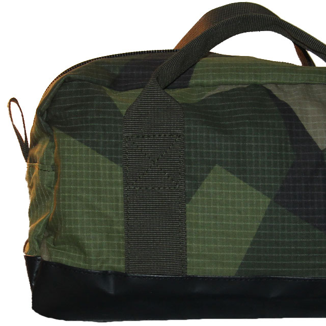 Ripstop fabric clearly shown in this closer up picture of a Necessär M90.