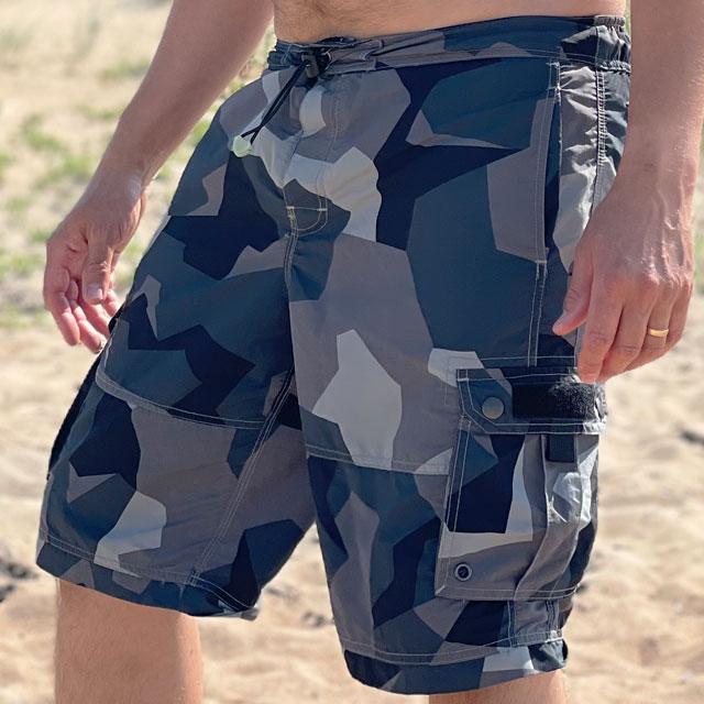 NEPTUNE Shorts M90 Grey worn on the beach