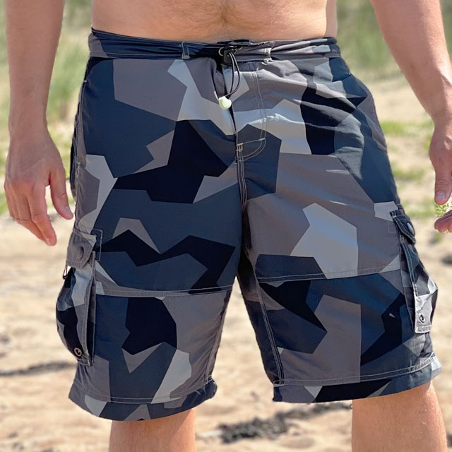 NEPTUNE Shorts M90 Grey worn in the sun seen from the front