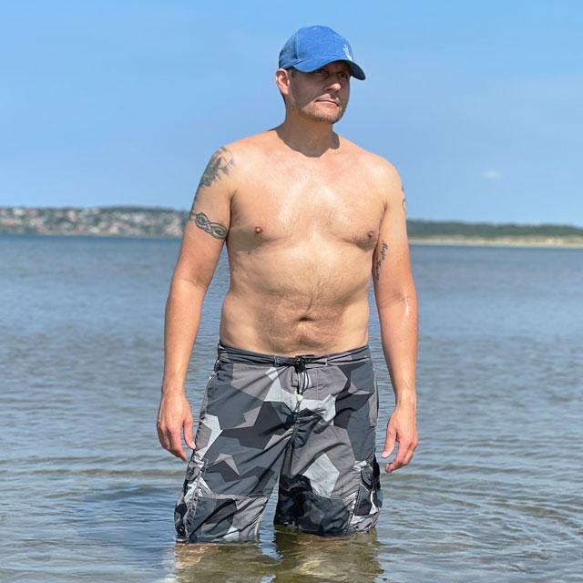 NEPTUNE Shorts M90 Grey worn in the ocean in the sun