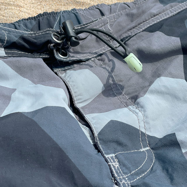 NEPTUNE Shorts M90 Grey cord lock and elastic string with glow in the dark cord end