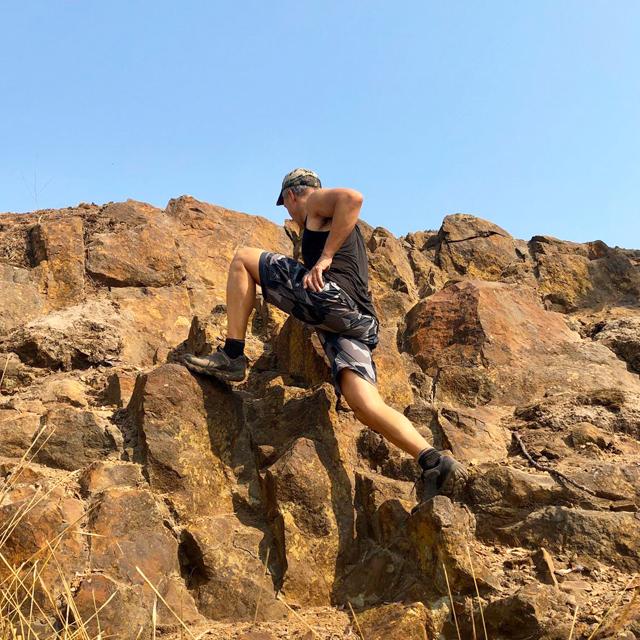 NEPTUNE Shorts M90 Grey worn while climbing