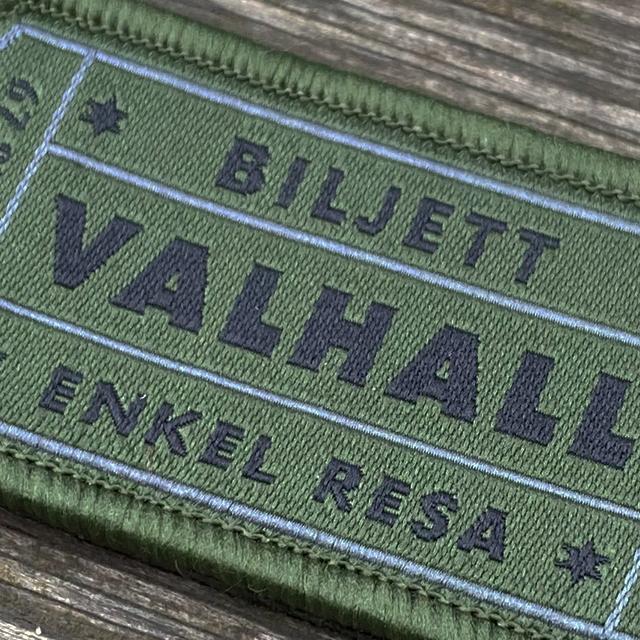 En närbild på en Biljett Valhall Militärgrön