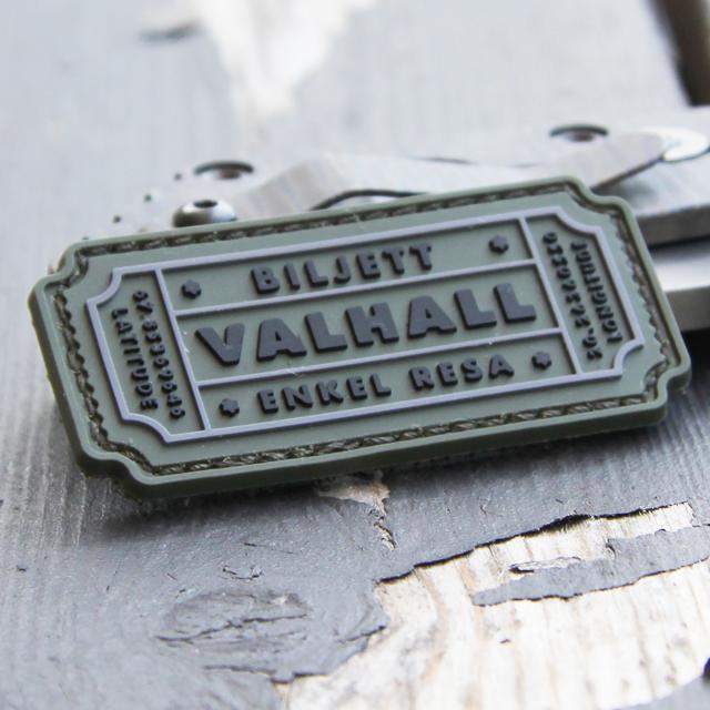 Lite vinlad vy av en Biljett Valhall PVC Militärgrön