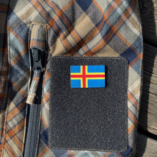Åland Flag Hook Patch Small from TAC-UP GEAR mounted on the sleve on a shirt