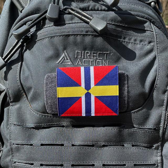 Ett Unionsmärket - Sillsalladen från TAC-UP GEAR på en grå ryggsäck