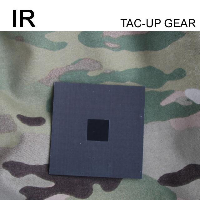 Ett IR and FLIR IFF ID Märke Grön på en Multicamjacka.