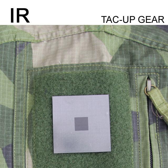 IR and FLIR IFF ID Märke Grön monterad på en ärm på en Field Shirt M90.