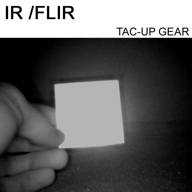 Här visas reflektionen av ett IR and FLIR IFF ID Märke Öken genom en IR-Kamera.
