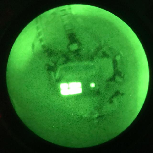 FLIR/IR Märke som visar den lille IR fyrkanten lysande genom IR instrument