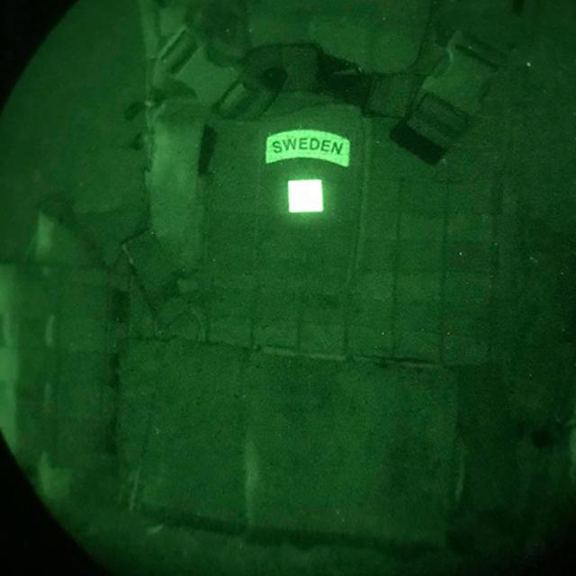 IR - Black IFF Square PRO på en stridsväst fotad genom IR instrument