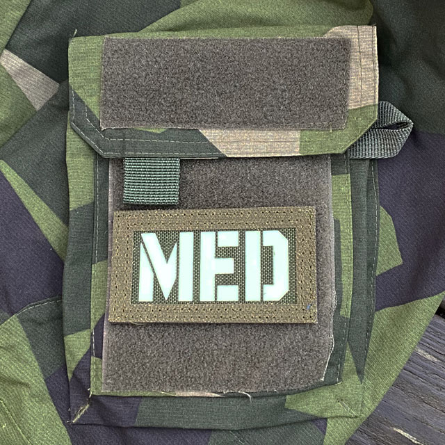 A IR - MED Black-Green Reversible Glow Hook Patch mounted on a M90 sleeve green side out