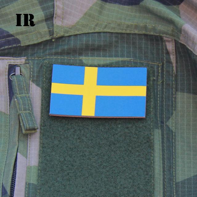 Ett IR Sverige Flagga märke monterat på en M90 Field Shirt ärm.
