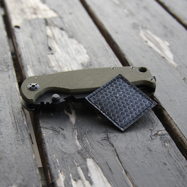 A knife is used as size comarison together with a IR Tactical Glint Square - 4 cm.