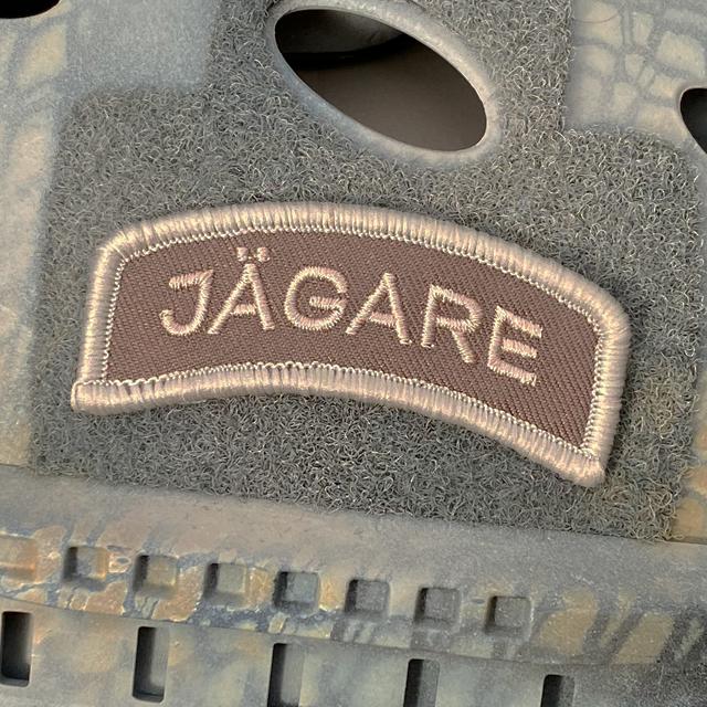 JÄGARE Desert Hook Patch mounted on an OpsCore Helmet