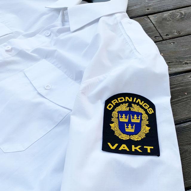 Ordningsvakt Rundad Tygmärke på vit skjortärm
