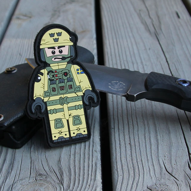 Showing knife and a SWE SOG PVC Figur Patch.