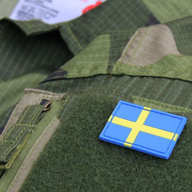 A Sweden Flag PVC Arm Patch mounted on a Field Shirt M90.