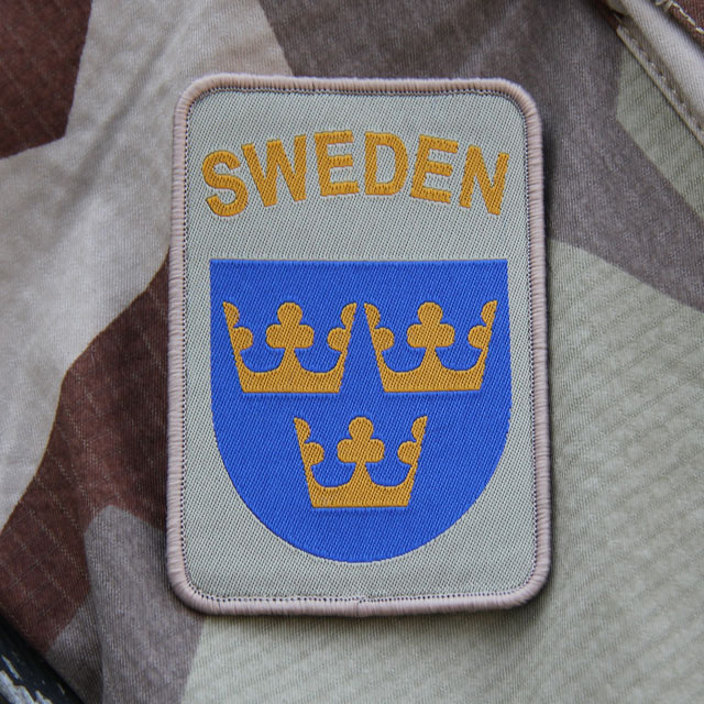 M90K Desert camouflage background and a Sweden hook Patch Desert.