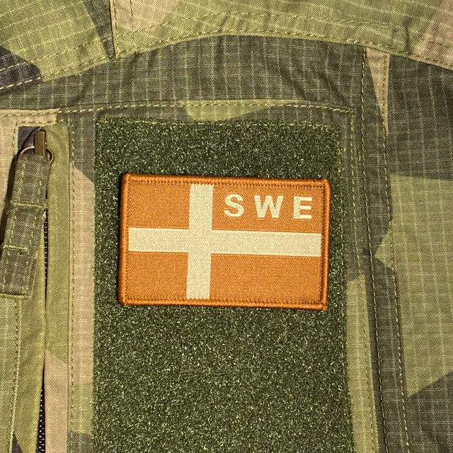 Sweden Flag OPS Sand Patch monted on a M90 camouflage shirt sleeve