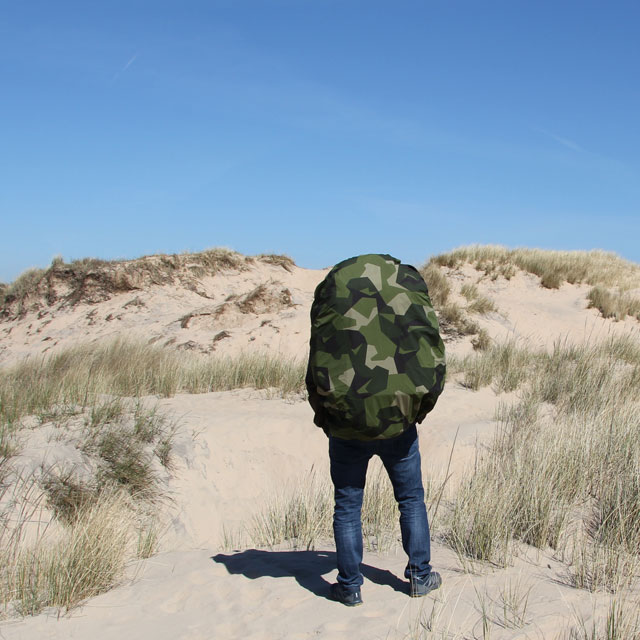 Rucksack Cover M90 on the beach during photoshoot