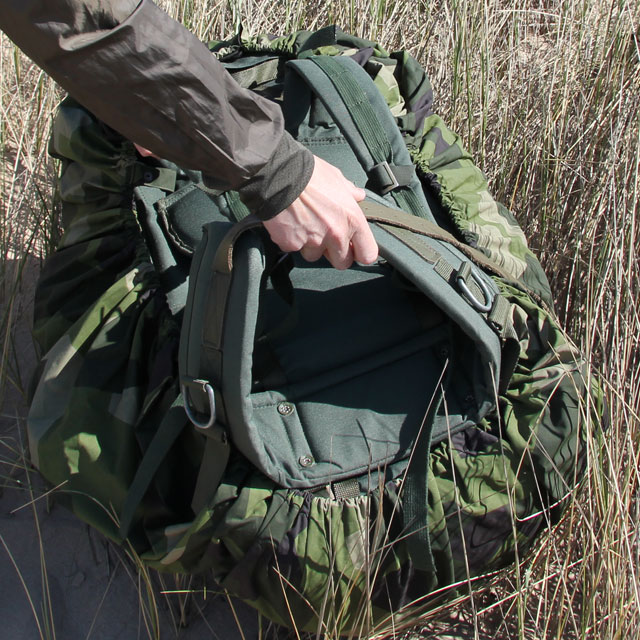 The Rucksack Cover M90 is easy to adjust, here it is mounted on a SACCI 120 Litre FJS rucksack