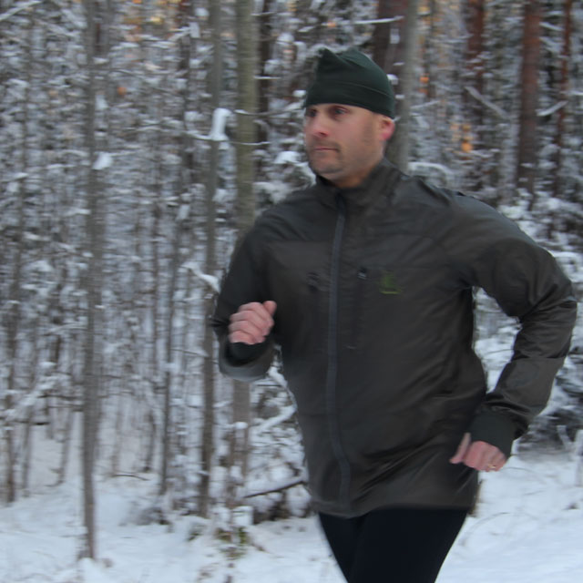 Full arm movement during running in a Running Jacket Green.
