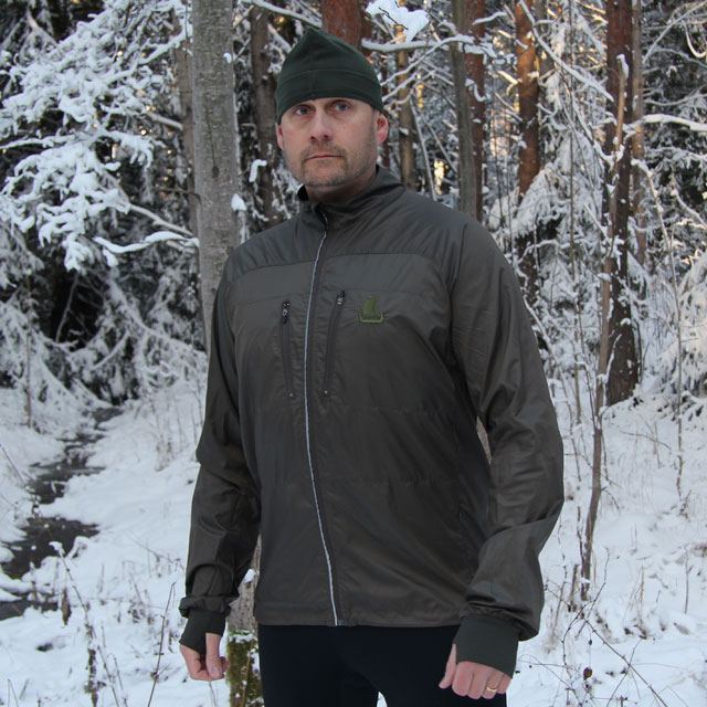 Training in the Swedish winter wearing a Running Jacket Green.