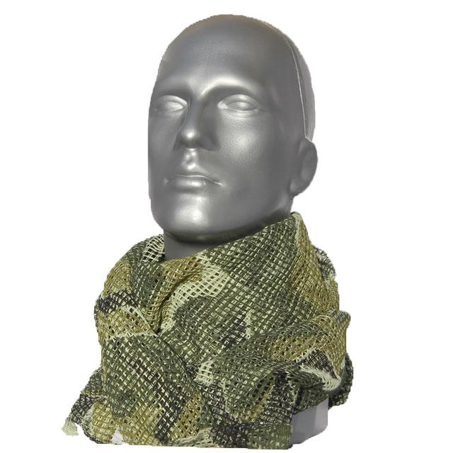 Mannequin wearing a Scrim Scarf M90 as neckscarf.