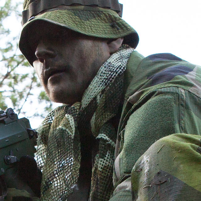 Using a Scrim Scarf M90 as compliment to M90 camouflage clothing.