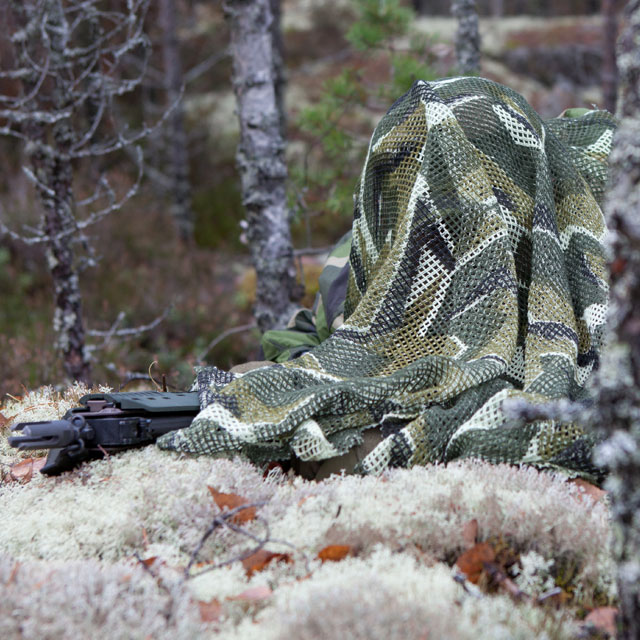 Outdoor and in Swedish autumn nature a Scrim Scarf M90 draped over model.