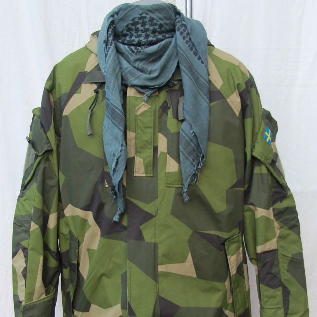 Shemagh BlueGrey/Black NAVY worn together with a NCWR Jacket in M90 camouflage.