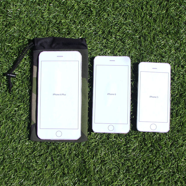 Showing different sizes of Iphones that fit the Smartphone Bag M90.