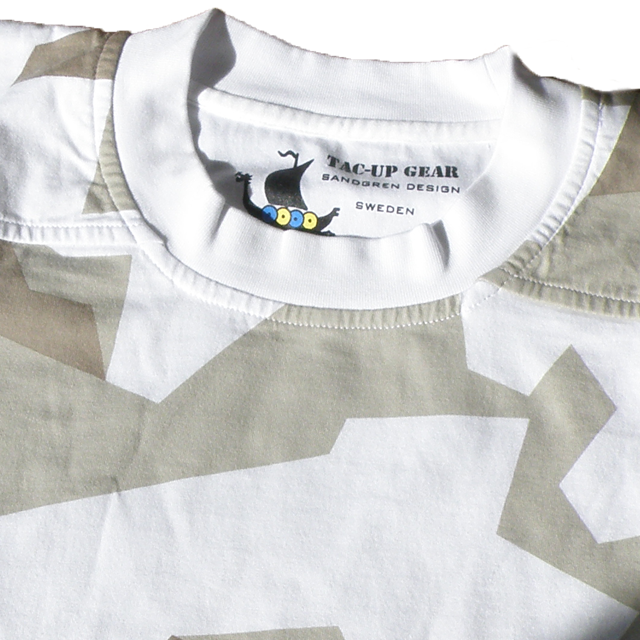 Neck and upper area on a T-Shirt M90 Arctic Winter.