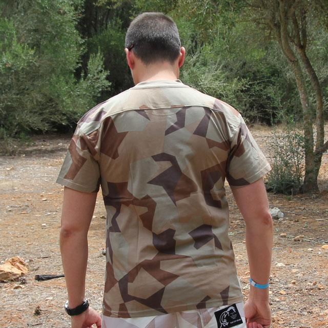 Backsideview of a T-Shirt M90K Desert.