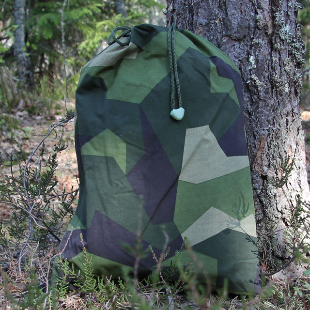 Each Tarp M90 Light comes with a stow-away bag with a glow in the dark cord end