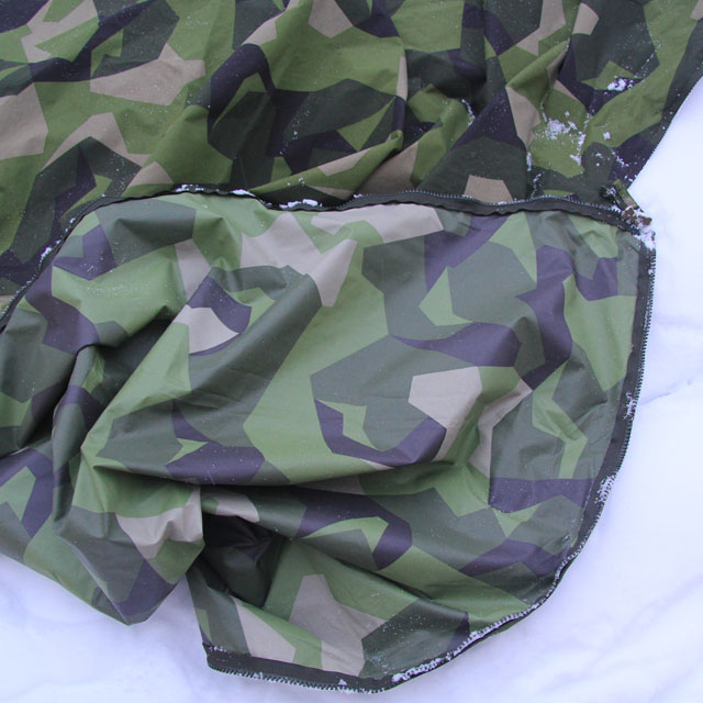 Excellent M90 camouflage on this bundeled Tarp Poncho M90 on winter ground.