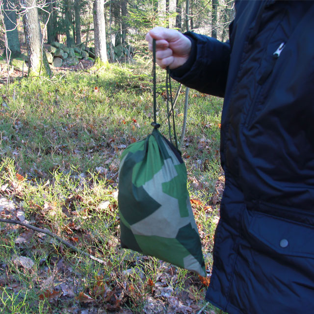 The Tarp Poncho M90 comes with its own bag in M90 Camouflage.
