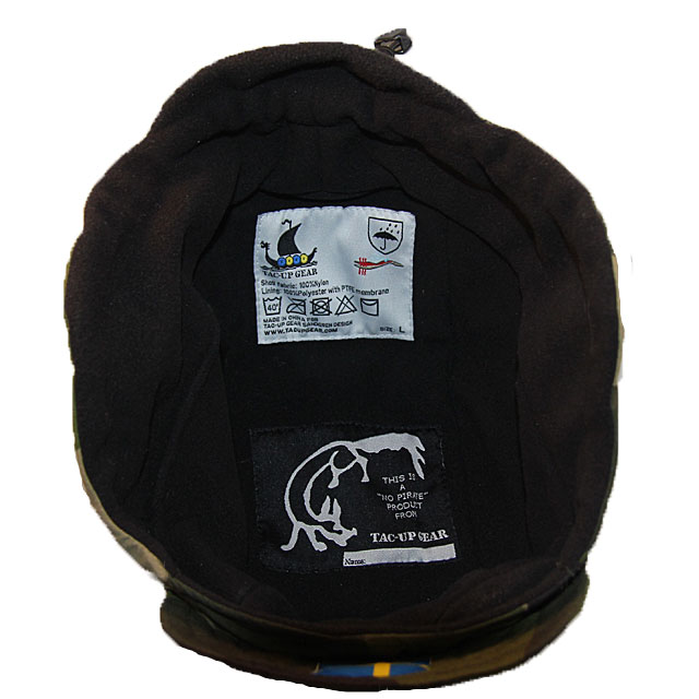 Micro fleece lining in black color with labels inside a Thermal Cap M90.