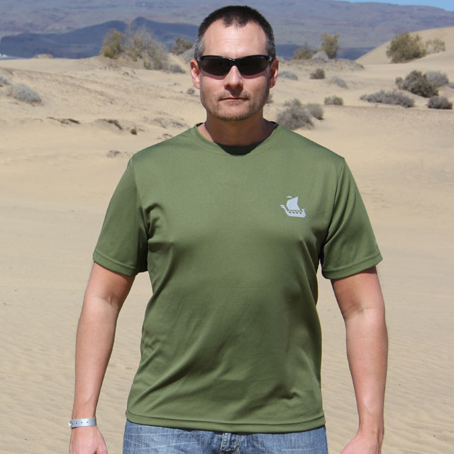 Desert background on a frontal picture of a Training T-Shirt Green.
