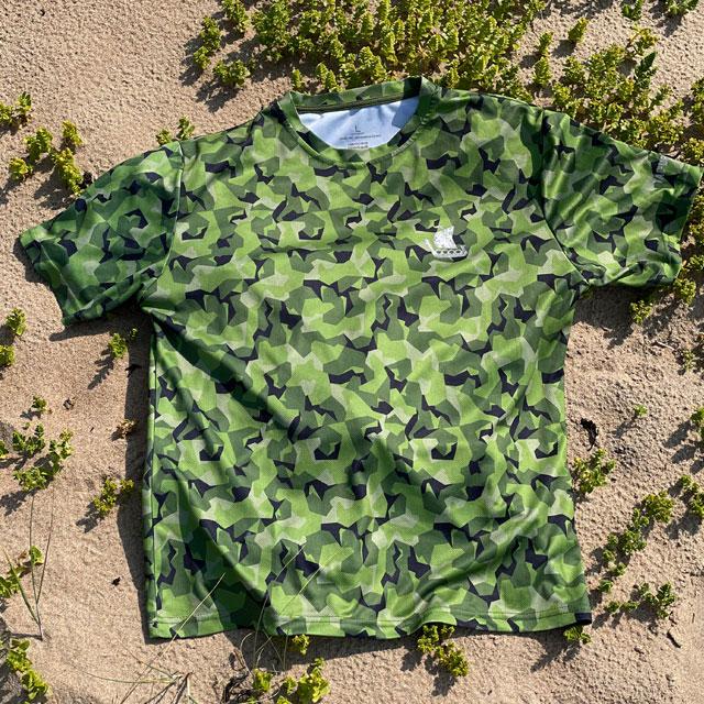 Training T-Shirt M90 MI lying on the beach