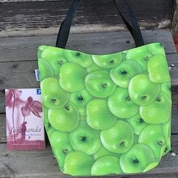 Kasse stor med äpplen