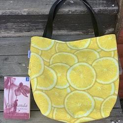 Kasse stor med citroner