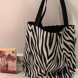 Kasse stor zebramönstrad
