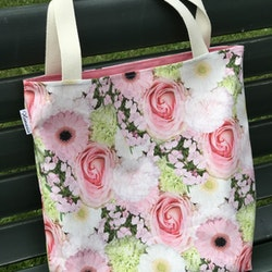 Kasse stor med rosa blommor