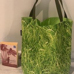 Kasse stor gräs