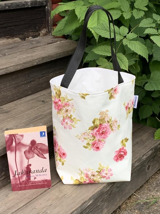 Kasse medium med rosor