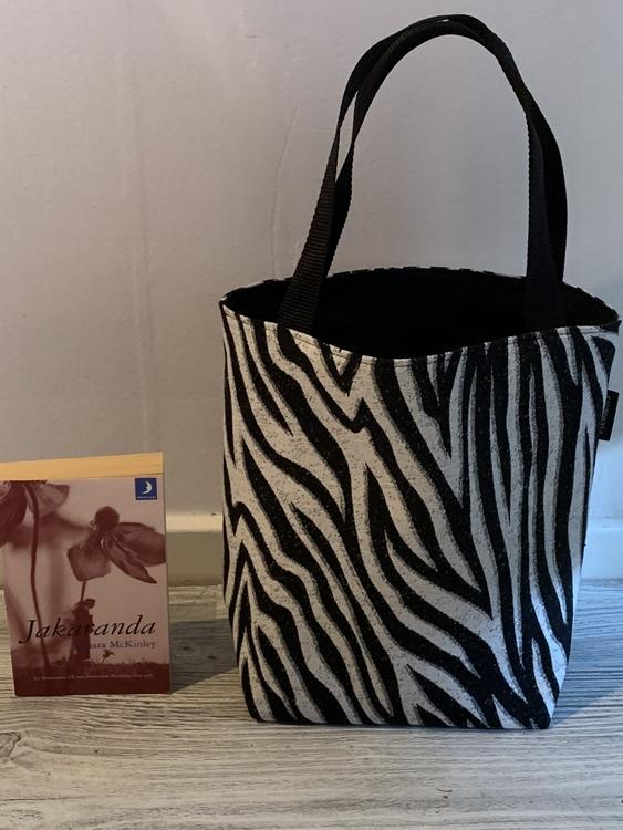 Kasse medium zebramönster