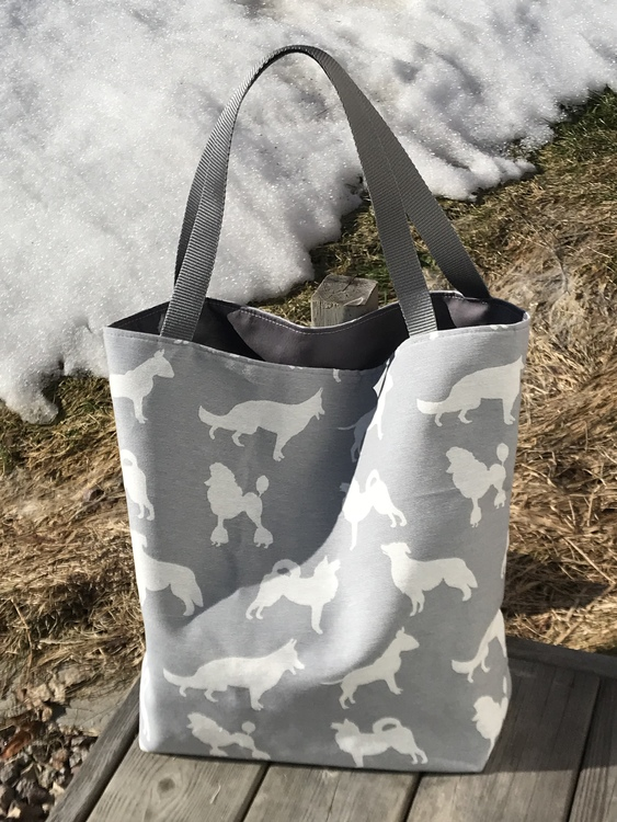 Kasse medium med vita hundar